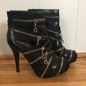Dollhouse black vegan leather zipper booties 7.5